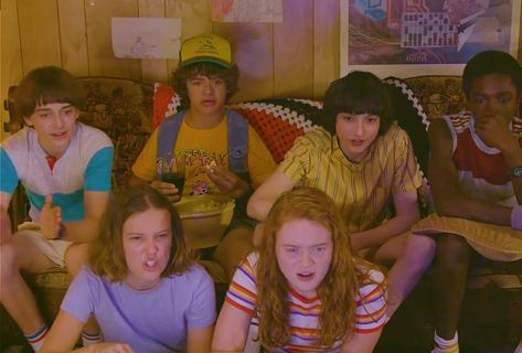 The Kids of 'Stranger Things' Watch an '80s Pinoy Horror Movie