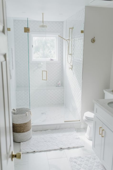 I'm finally sharing my Luxurious White & Gold Master Bath Reveal today! Come check out my oversized shower with rainforest shower head and my double vanity! White Master Bathroom, Gold Bathroom, Bathroom Fixtures, Modern Bathroom, White Tile Bathrooms, Bathroom Ideas White, Best Bathrooms, Best Bathroom Tiles, Luxury Master Bathrooms