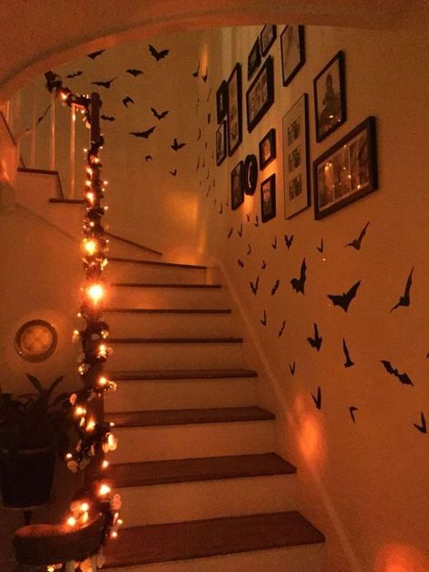 Casual Halloween Decorations Ideas That Are So Scary Entry: The entry to your home is the first impression visitors get of your home. Too often we forget how … - Nice Casual Halloween Decorations Ideas That Are So Scary. Soirée Halloween, Adornos Halloween, Scary Halloween Decorations, Holidays Halloween, Halloween Lighting, Purple Halloween, Halloween Parties, Halloween Candles, Halloween Recipe