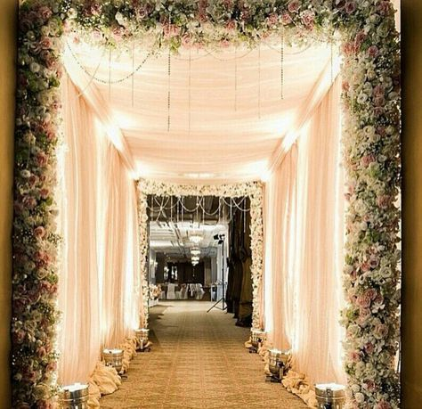 Wedding Reception Entrance Ideas Pathways 36 New Ideas Wedding Hall Decorations Wedding Reception Entrance Wedding Walkway
