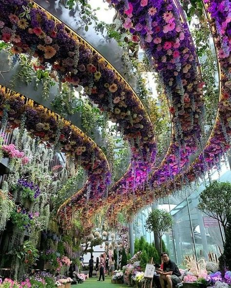 Credit to owner! Turn style upside down with your own garden oasis. (But while you're up there, let us know how you water and weed this majestic look) 💐 💮 🌻⠀⠀⠀⠀⠀⠀⠀⠀⠀ ⠀⠀⠀⠀⠀⠀⠀⠀⠀ Looking for colorful plants and fresh decor for Singapore Garden, Flowers Singapore, Singapore Photos, Singapore Singapore, Magic Garden, Garden Oasis, Gardens By The Bay, Beautiful Places To Travel, Beautiful Gardens