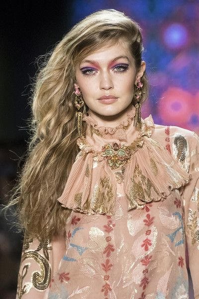 Anna Sui, Fall 2018 - The Most Dazzling Hair and Beauty Details From NYFW Fall 2018 - Photos