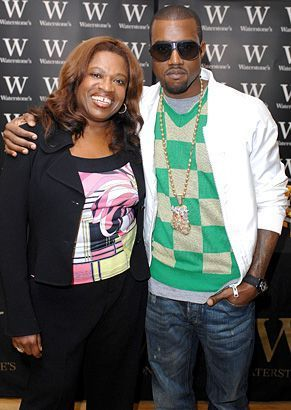 Kanye West With His Mom Donda West At A Book Signing Event In 2007 Celebritymoms Celebrity Moms Kanye West Mom Celebrity Kids