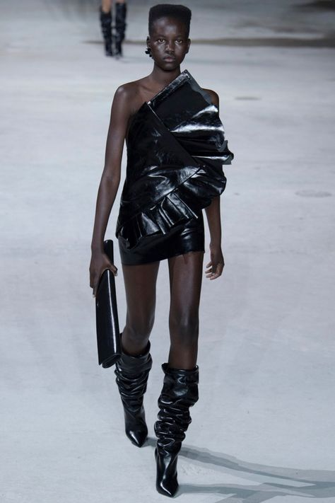Anthony Vaccarello's second runway collection for Saint Laurent showcased clothes for not just the cool girls, but girls with serious attitude. The fall-winter 2017 season focuses on sculpted mini dresses, trucker jackets, jeans and oversized coats. Dresses took on sculptural shapes with bold ruffles and strong shoulders. Vaccarello stuck to a color palette of brown,...[Read More]