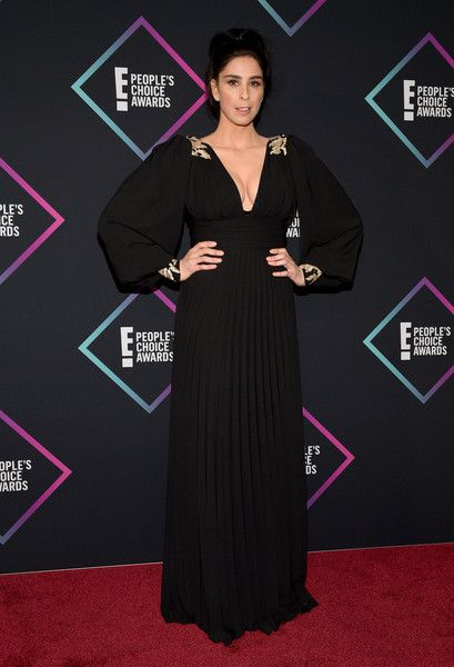 Sarah Silverman poses in the press room during the People's Choice Awards 2018.