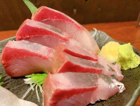 """Instagram의 大阪グルメ〜かとちゃんの食卓〜님: """"【大好きです、ここの鯖が】 . フラッと行ってサクッと食べれる大好きなお店。 マスターは柔和で笑顔が素敵で気さく。 鯖の刺身はいつも頼んじゃうほど好きな一品。 この日も美味しかったです。 #マスターと繋がりたい…"""""""