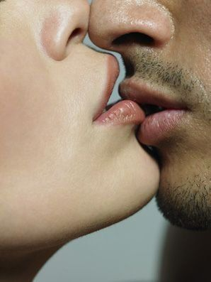 How to romantically kiss a girl