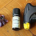 Stop aux araignées dans la maison! Mélangez 6 gouttes d'HE de menthe dans un spray d'eau,agitez,vaporisez le contour des portes et fenêtres!