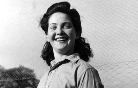 Tentez les rouleaux de la Victoire, une #coiffure typique des années 1940 #cheveux #ghd