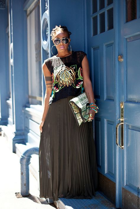 Pairing A Bronze Maxi Skirt With A Graphic Tee . Spotted @ Essence Magazine Street Style Pages Black Women Fashion, Love Fashion, Girl Fashion, Autumn Fashion, Fashion Looks, Fashion Outfits, Womens Fashion, Fashion Trends, Classy Fashion