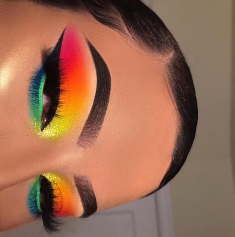 Nothing bakes and sets like our Cassava (Yellow) Flour Setting Powder @makeupbyriquelle is addicted! 🍭