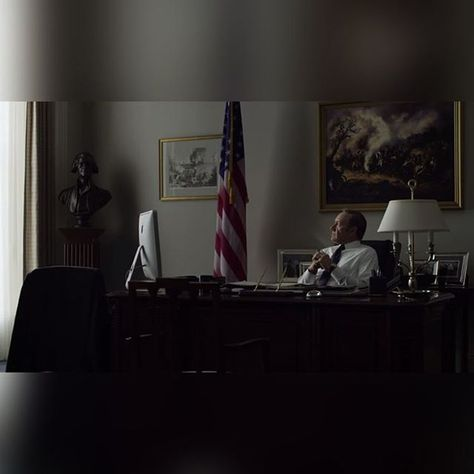The Apple iMac Francis Underwood (Kevin Spacey) has on his desk in House of Cards #Apple #iMac #FrancisUnderwood…