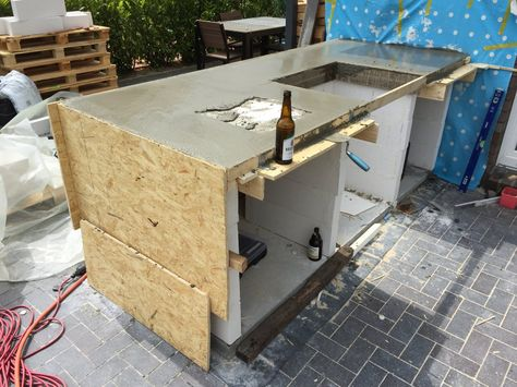 außenküche selber bauen küchenmodule flexibel holzpergola säulen