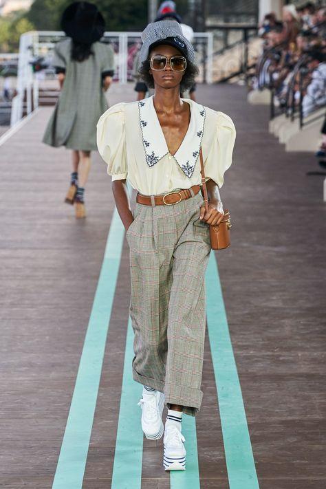 Miu Miu Resort 2020 collection, runway looks, beauty, models, and reviews.