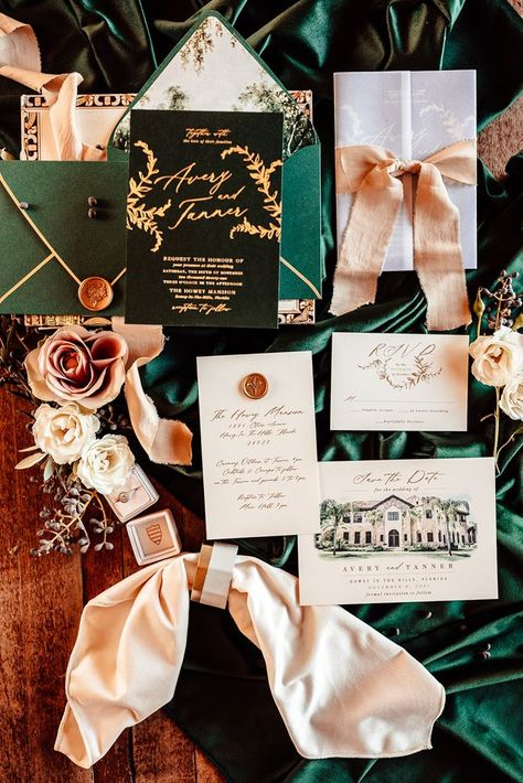 Emerald wedding invitations This vendor team went for a rich, moody style which was perfect for The Howey Mansion's decor and atmosphere. Click pin for more! Central Florida Wedding Blog | Orange Blossom Bride #orlandowedding #howeymansion #emeraldwedding #weddinginvitations