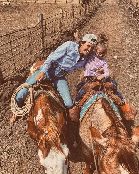 Country Girl Life, Cute N Country, Country Girls, Cowboy Girl, Cowgirl Style, Barrel Racing Horses, Barrel Racing Saddles, Barrel Horse, Country Best Friends