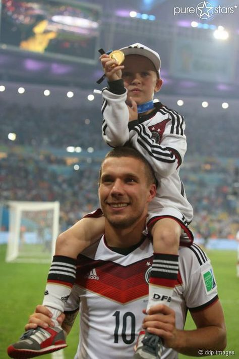Poldi and his son - This is the most adorable thing ever