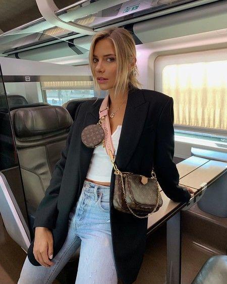 Multi Pochette El Nuevo Bolso De Louis Vuitton Que Amenaza Con Ser El Favorito De La Temporada Vuitton Outfit Fashion Louis Vuitton Bag Outfit