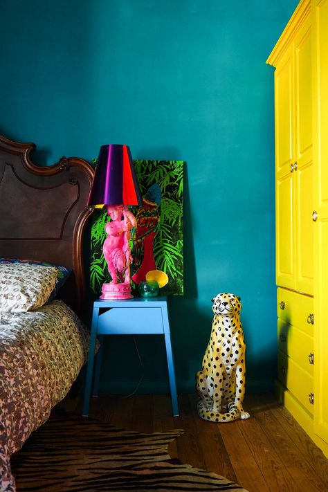 I have this nightstand in white! Colourful and eclectic - Image source: Sarah Akwisombe / Margate Location House Eclectic Design, Eclectic Decor, Eclectic Style, Eclectic Bedrooms, Estilo Kitsch, Colorful Apartment, Colourful Home, Living Room Decor, Bedroom Decor