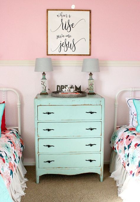 Do your kids share a bedroom? Are you looking for ideas? Come check out some fun and easy ideas for a shared girls bedroom makeover. Sources included. #Teengirlbedrooms #teengirlbedroomideastumblr #Teenagebedrooms #teengirlbedroomideasurbanoutfitters #Teenbedroom #teengirlbedroomideasthemes