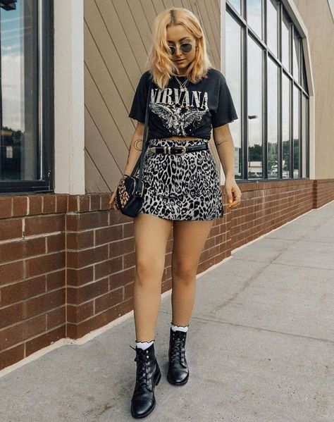 Our Ultimate 90s grunge styling is right here.. #motelrocks #90sstyle #grungestyle #grungeoutfit #grungefloral #grungeaesthetic #90saesthetic