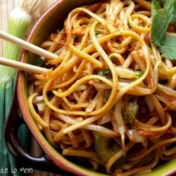 Vegetable Lo Mein - This was very easy and really good! I subbed mushrooms for the bean spouts.