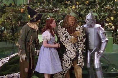 Los Amigos De Dorothy El Mago De Oz Y El Orgullo El Clásico Cumple 80 Años Un Libro Del Sello Notorious Explica El Filme Inclui Mago De Oz Mago Orgullo