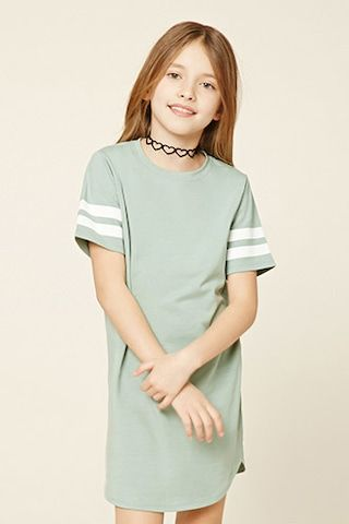 Choose from a variety of floral, printed, belted and t-shirt dresses from Forever Shop the latest in girls dresses to find the perfect look.