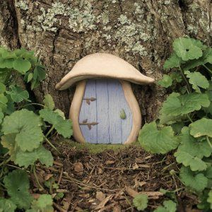 Recycle Reuse Renew Mother Earth Projects: How to make Yule Fairy Doors Fairy Garden Doors, Fairy Doors, Fairy Gardens, Fairies Garden, Miniature Gardens, Gnome Door, Gnome House, Photowall Ideas, Fairy Furniture