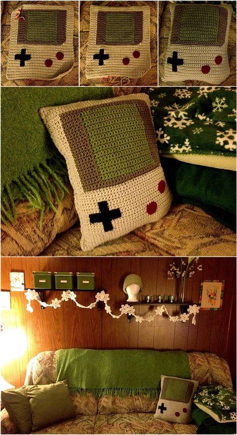 Game boy pillow crochet - no pattern Crochet Game, Cute Crochet, Crochet Crafts, Crochet For Boys, Crochet Amigurumi, Crochet Toys, Knit Crochet, Crotchet, Yarn Projects