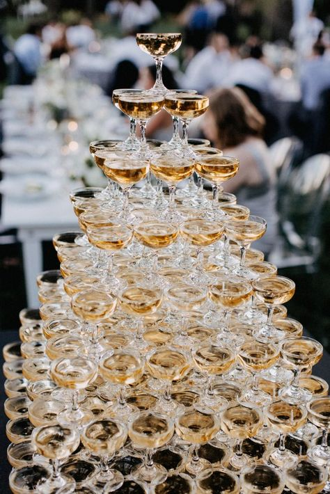 5 Tips To Build A Champagne Tower And 18 Examples - crazyforus Champagne Fountain, Champagne Tower, Gold Wedding, Dream Wedding, Wedding Day, Wedding Champagne, New Years Wedding, Parisian Wedding, French Wedding