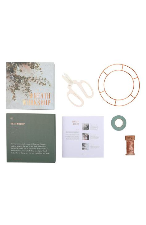 A quintessential starter kit for designers and artists alike features high-quality tools and materials required to craft professional-grade floral wreaths.