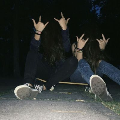 High School Aesthetic Hands Grunge Grunge Photography Friends Photography Bff Photoshoot