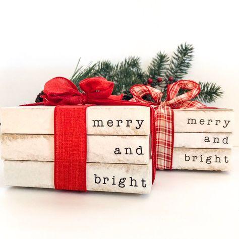 Farmhouse Christmas Decor, Rustic Christmas Crafts, Christmas Books, Christmas Decorations To Make, Holiday Crafts, Vintage Christmas, Christmas Holidays, Happy Holidays, Christmas Eve Crate