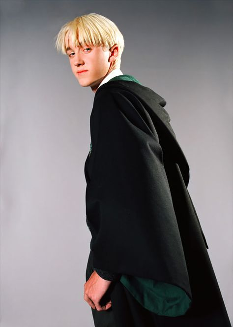 Tom Felton, the English actor, is best known for his role as Draco Malfoy in the Harry Potter series, appearing in all eight films. Draco Harry Potter, Hery Potter, Tom Felton Harry Potter, Estilo Harry Potter, Images Harry Potter, Fans D'harry Potter, Mundo Harry Potter, Draco And Hermione, Harry Potter Characters