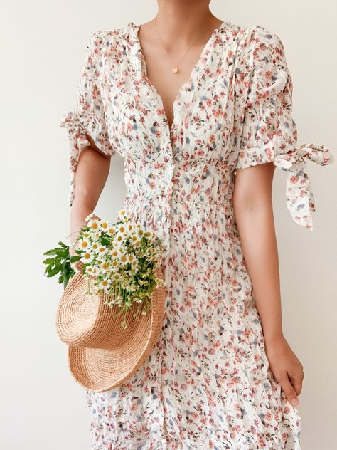Pink rosebuds dress - Breath of Youth