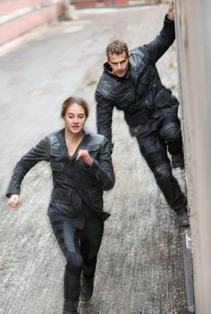 Find images and videos about divergent, four and dauntless on We Heart It - the app to get lost in what you love.