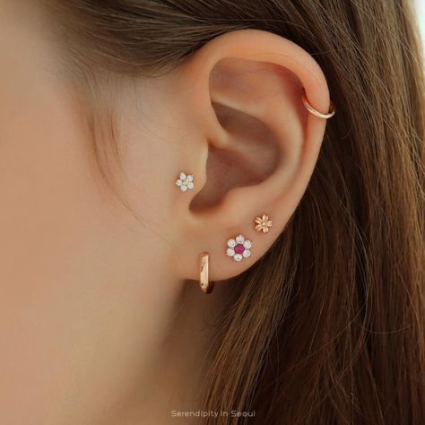 Tiny Flower Labret Piercing 14K Gold | Serendipity in Seoul