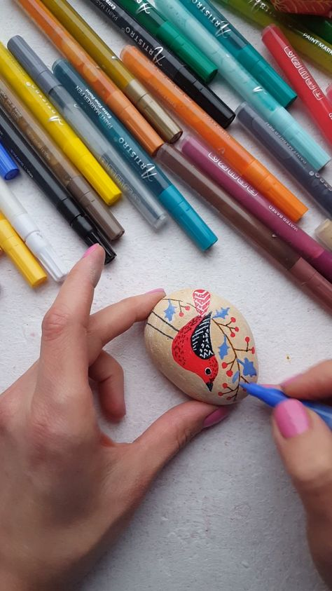 Cute christmas birds with Artistro paint pens. Christmas rock designs.