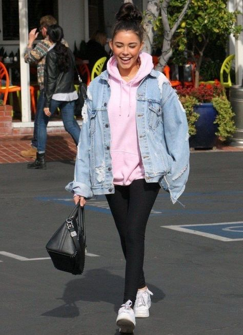 Madison Beer Rocks an Oversized Denim Jacket My Style oversized denim jacket hoodie womans - Woman Denim Jacket Oversized Denim Jacket Outfit, Outfit Jeans, Denim Jacket Outfit Winter, Denim Jacket Outfits, Hoodie Outfit Casual, Outfit With Jean Jacket, Pink Denim Jacket, Denim Skirt, Denim Jeans