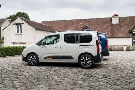 Le Citroen Berlingo Xl A L Arriere Plan Est Plus Long De 35 Cm Berlingo Photos Automobile