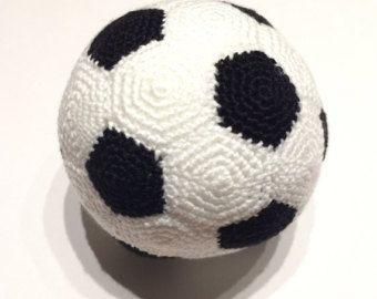 6b68630e8b2e Pelota de Fútbol a ganchillo PATRÓN EN PDF en Español   crochet ...