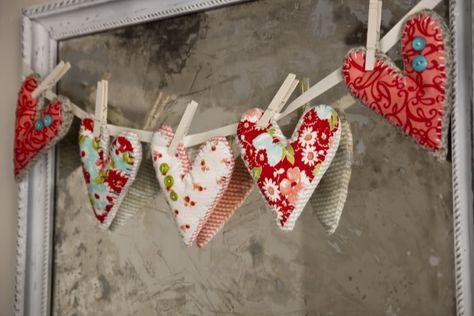 Valentines or sock drawer sachets.Lella Boutique: My Funky Valentines Valentines Day Hearts, Valentine Day Crafts, Valentine Heart, Happy Valentines Day, Holiday Crafts, Fun Crafts, Autumn Crafts, Heart Garland, Bunting Garland