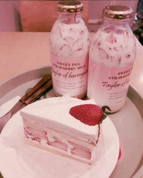 Find images and videos about love, food and sweet on We Heart It - the app to get lost in what you love. Good Food, Yummy Food, Healthy Food, Food Goals, Cafe Food, Aesthetic Food, Pink Aesthetic, Köstliche Desserts, Korean Food
