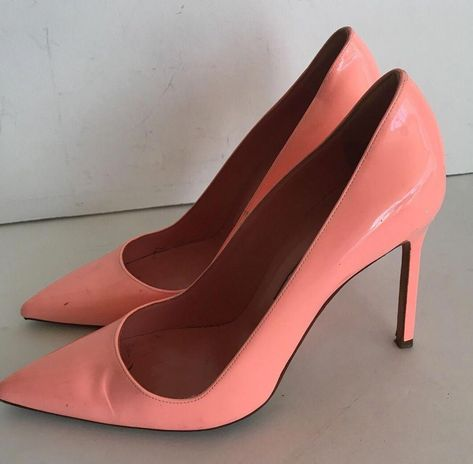 Manolo Blahnik Peach Patent Leather Pumps Size 38.5  ManoloBlahnik ... e88d5a6da875