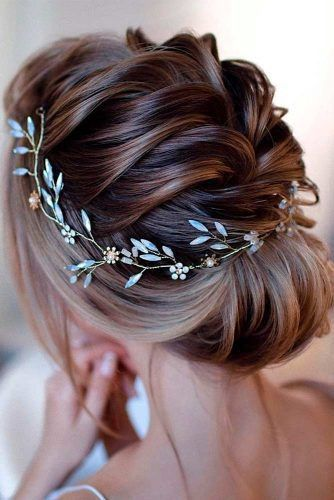 Curling With Socks This Is How The Trend Hairstyle Works Without Heat Everything You Are Looking For In 2020 Short Wedding Hair Hair Jewelry Wedding Opal Hair