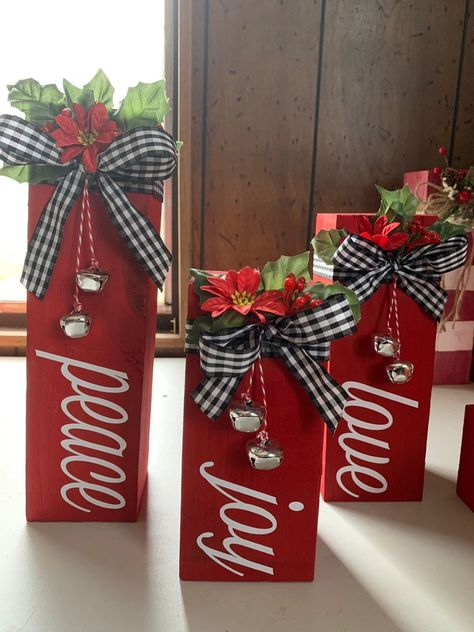 Inspiring Diy Christmas Door Decorations Ideas For Home And School – Unique Christmas Decorations DIY Diy Christmas Door Decorations, Christmas Wood Crafts, Christmas Signs Wood, Diy Christmas Gifts, Christmas Projects, Holiday Crafts, Christmas Holidays, Dollar Store Christmas, Plaid Christmas