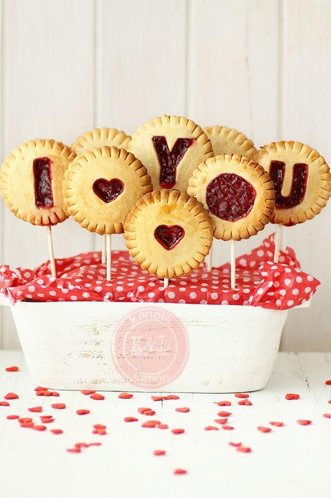 Jam filled pie pops, great idea foe valentines #Baking #Valentines