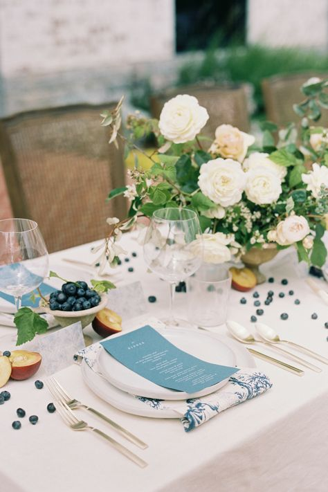 From the editorial True, Blue Southern Charm With Just a Little French Inspiration! On SMP we're sharing all the details, both big and small including the rolling hill views to the fresh seasonal fruits scattered through the reception table! 😍 Photography: @tracyburch #weddingtable #weddingtablescape #tablesetting #farmwedding #weddingtableinspo