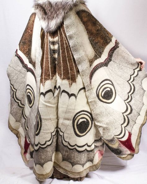 [OP's comment] Dye-painted wool felt cape, part of my emperor moth comission. Cosplay, Pretty Outfits, Cool Outfits, Emperor Moth, Character Outfits, Character Design Inspiration, Looks Cool, Costume Design, Wool Felt
